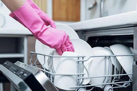 Мойщица посуды