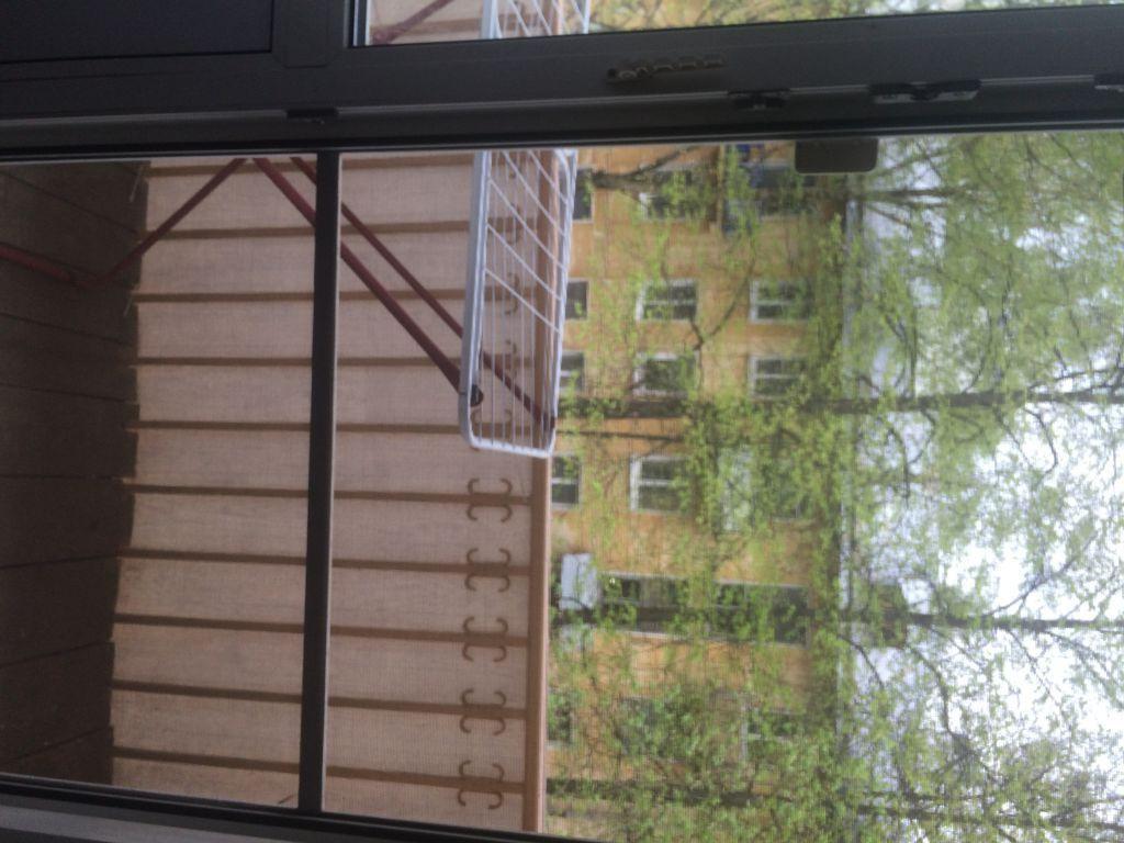 Светлая, тёплая комната с балконом в зелёный, тихий двор.